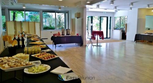 salle cocktail avec buffet pour vos rassemblements professionnels
